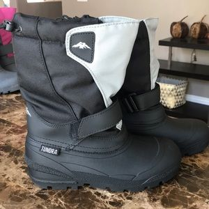 Boys Tundra Quebec Winter Boots - NEVER WORN